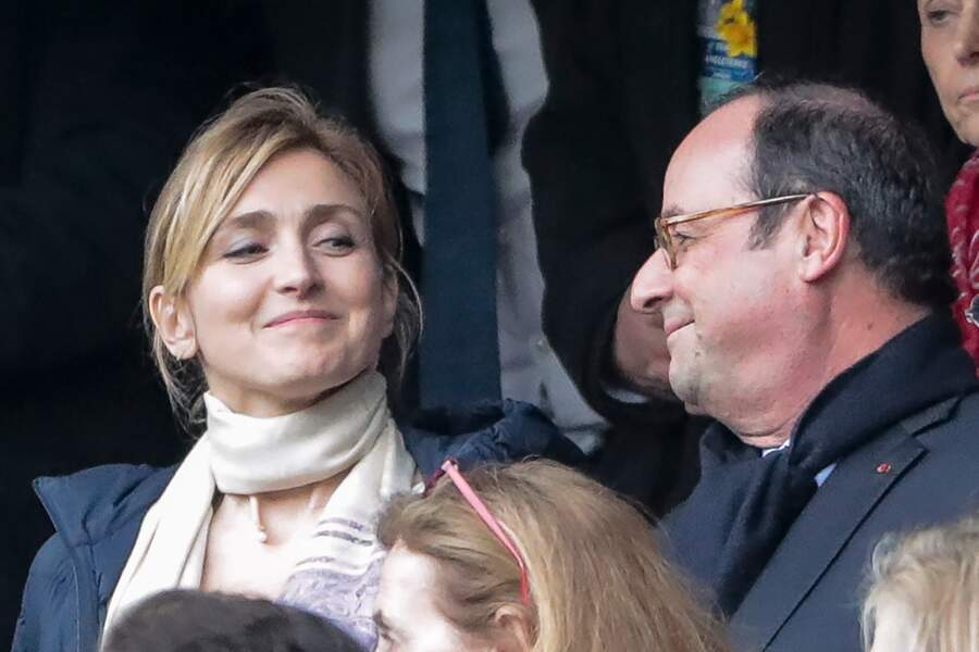 Regard et sourire complices entre la comédienne et l'ex président de la République