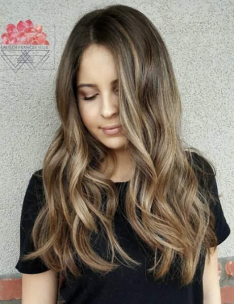 La coloration foilyage sur cheveux châtain