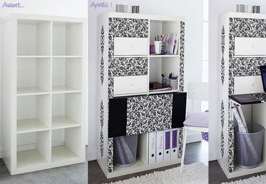 Une étagère en bureau
