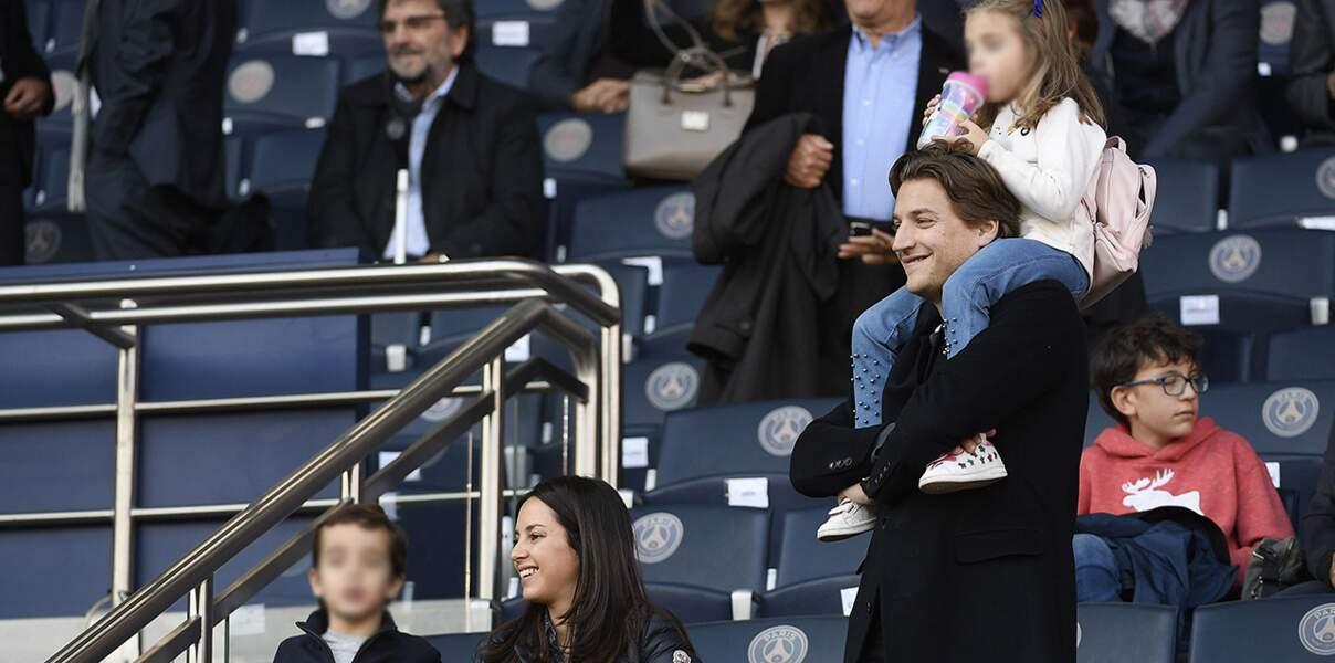 Jean Sarkozy s'éclate au parc des princes avec sa femme Jessica et ses enfants