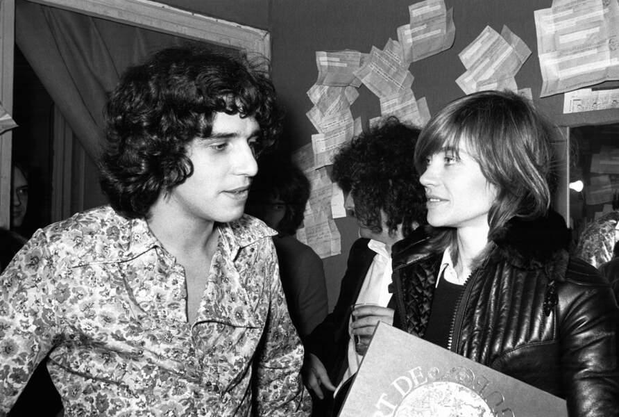 Julien Clerc et Françoise Hardy dans la loge du chanteur lors de sa 1ère à l'Olympia à Paris le 30 décembre 1971.
