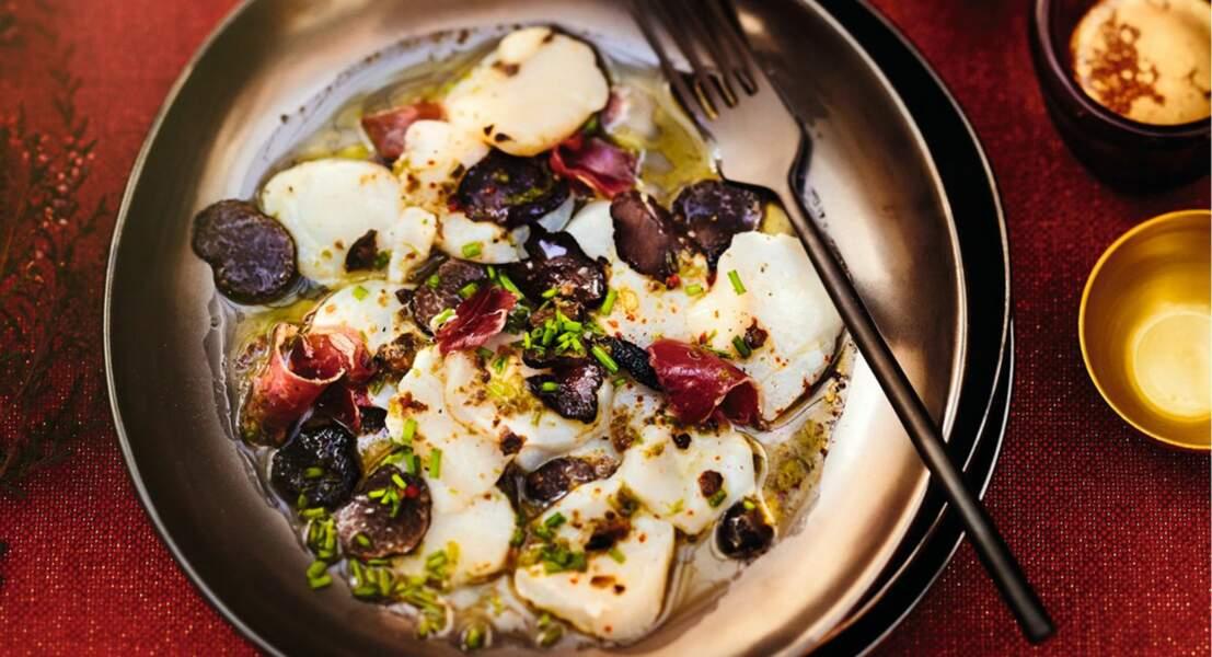 Saint-Jacques marinées à la truffe, huile de noisette et jambon ibérique