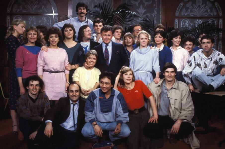 Michèle Bernier en compagnie de la troupe du petit théâtre de Bouvard dans les années 80.