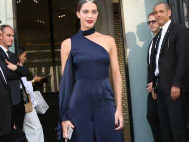 Photos - Iris Mittenaere (Miss Univers) défile dans une tenue transparente pour Jean-Paul Gaultier