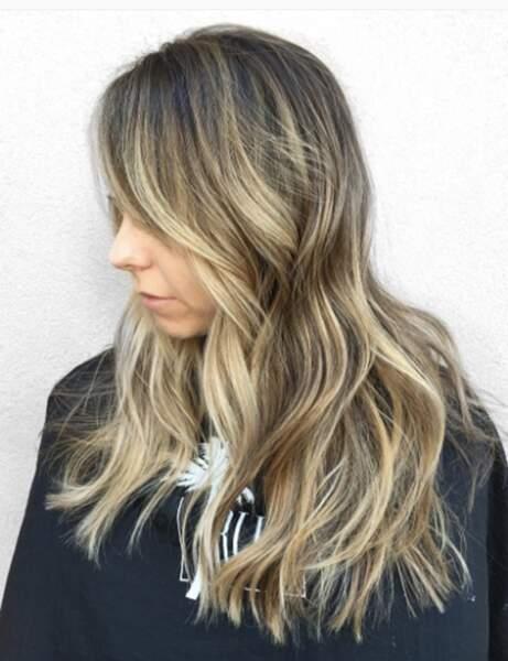 La coloration foilyage sur cheveux châtain foncé