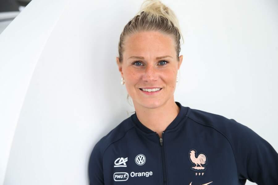 Sélection des milieux de terrain : Amandine Henry (capitaine de l'équipe)