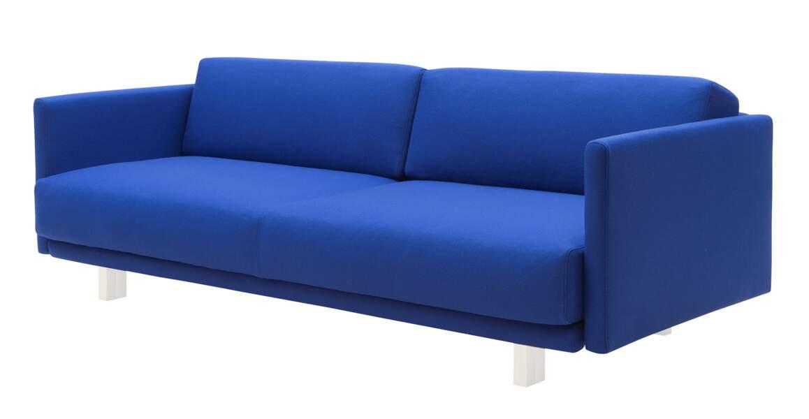 Un canapé bleu Klein