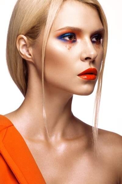 On ose un effet de style en mélangeant les couleurs comme ici le bleu, l'orange et le rouge