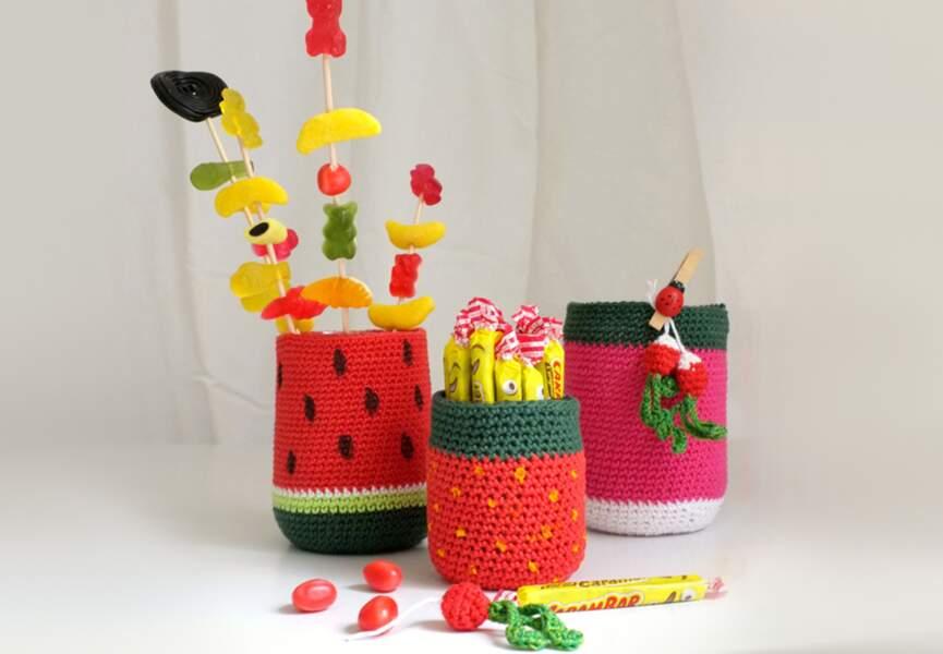 Des pots à crayons au crochet