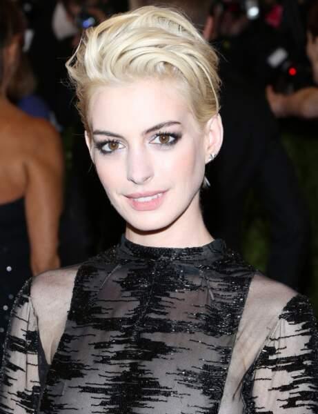 Le blond très clair d'Anne Hathaway