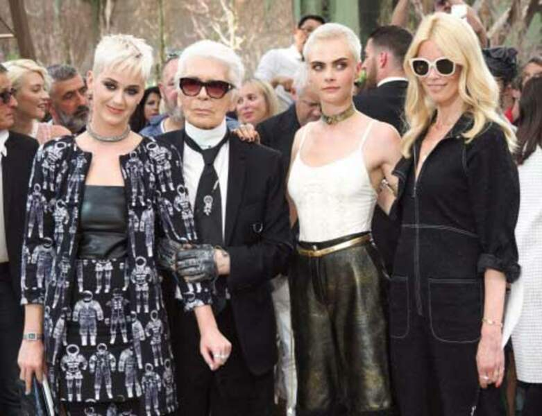 Katy Perry et Cara Delevigne avec Karl Lagerfeld et Claudia Schiffer