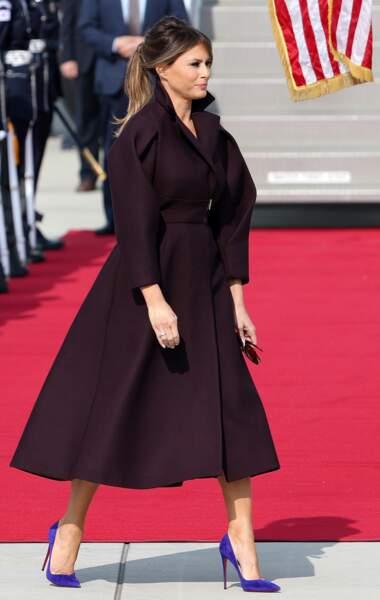 Désormais Melania est bien plus couverte et elle s'enveloppe même souvent dans des manteaux