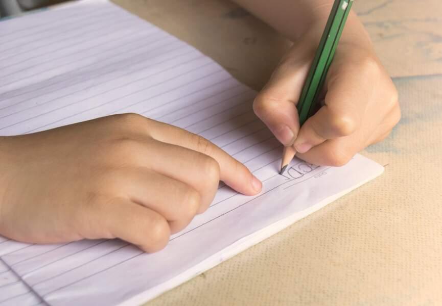 Les gauchers écrivent souvent mal : Vrai