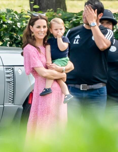 Kate Middleton a regardé avec son fils Louis le match de polo.