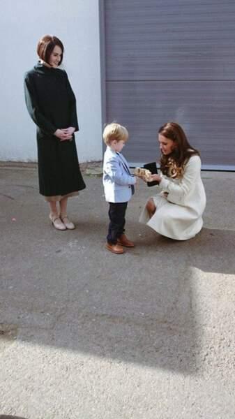 Kate Middleton reçoit un présent pour Baby Georges