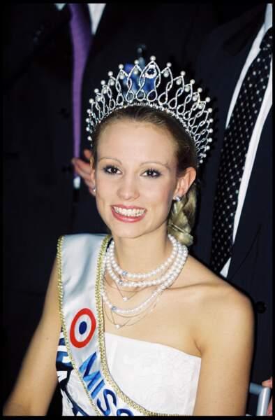 Elodie Gossuin, Miss Picardie, est élue Miss France 2001 au Grimaldi Forum à Monaco le 10 décembre 2000.