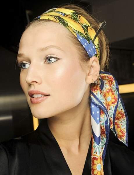 Un foulard sur les tempes
