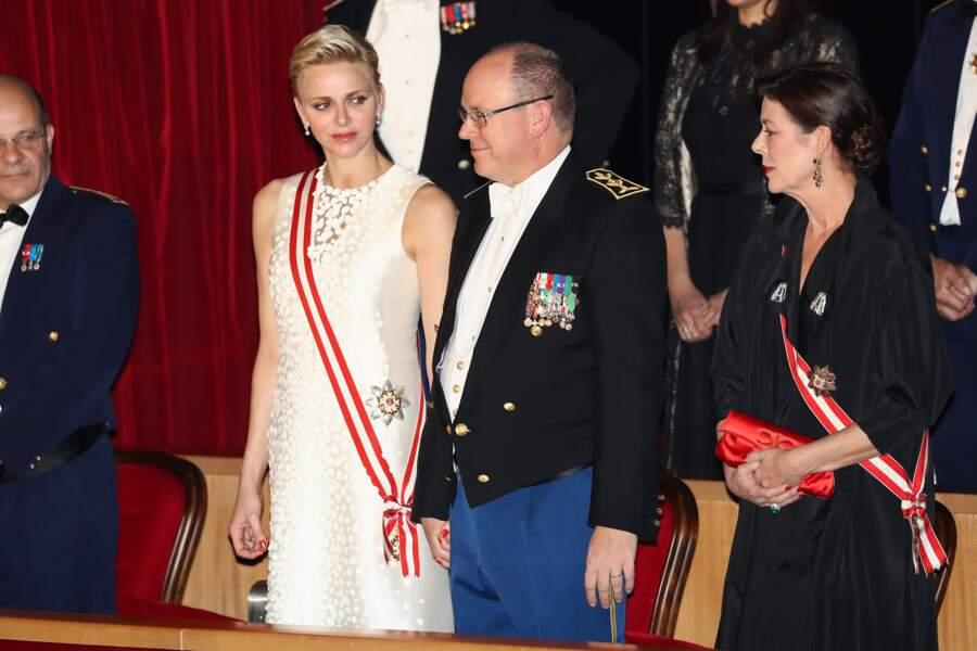 Le prince Albert II de Monaco, la princesse Charlène et la princesse Caroline le 19 novembre 2016.