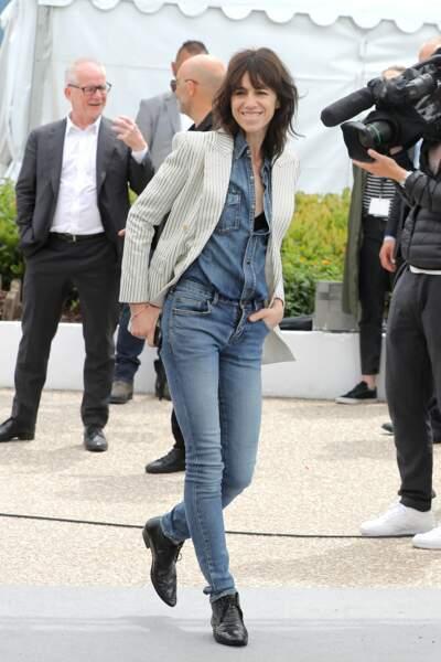 Cannes : Charlotte Gainsbourg, 47 ans, en jean cool
