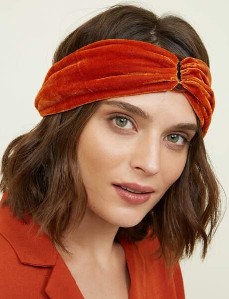 Tendance orange : le headband en velours