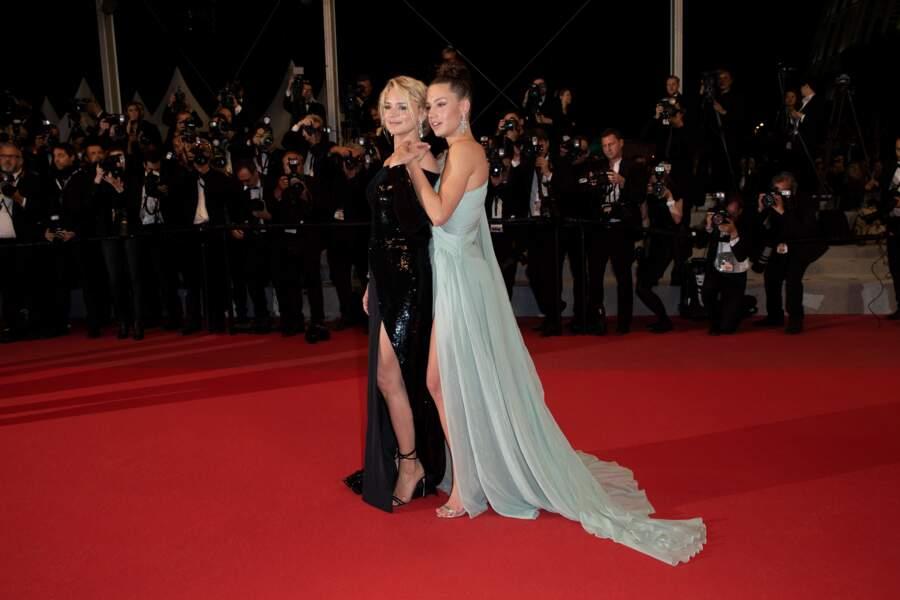 """Virginie Efira, Adèle Exarchopoulos, descente des marches du film """"Sibyl"""" à Cannes"""