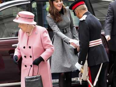 Kate Middleton ravissante dans une robe-manteau pour une première sortie en duo avec la reine Elisabeth