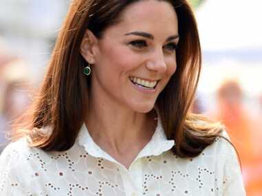 Kate Middleton en jupe-culotte et baskets blanches, elle change radicalement de look (canon et ultra-moderne)