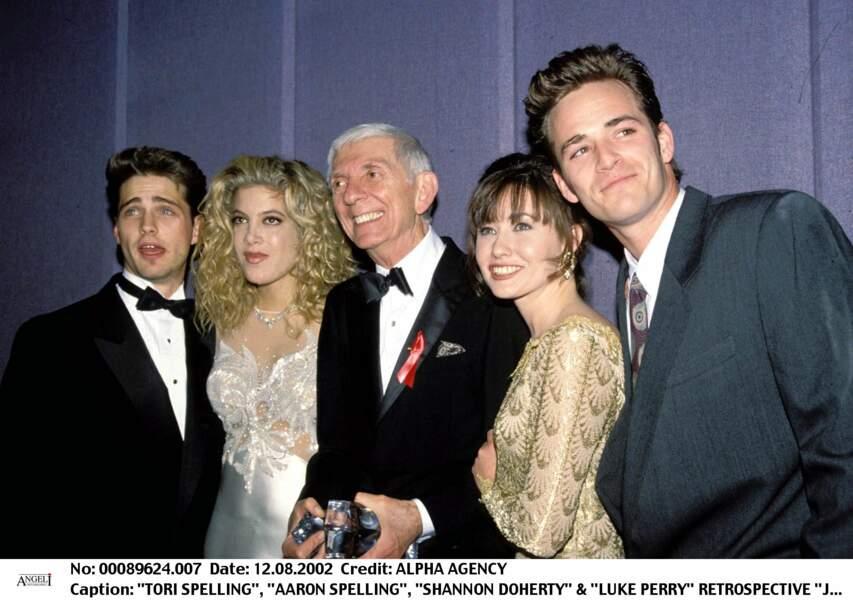 Luke Perry aux côtés de Aaron Spelling le producteur de Beverly Hills, Tori Spelling, Shannen Doherty