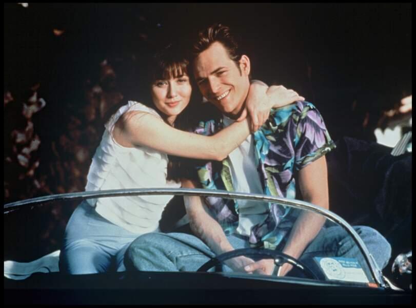 Shannen Doherty et Luke Perry dans la série Beverly Hills en 1990