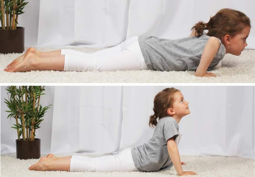 Yoga pour enfant : la position du cobra