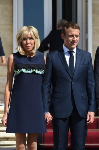 Brigitte Macron en robe trois trous à volants