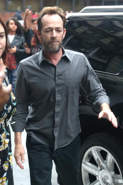 Luke Perry arrive au bâtiment AOL à New York, le 8 octobre 2018