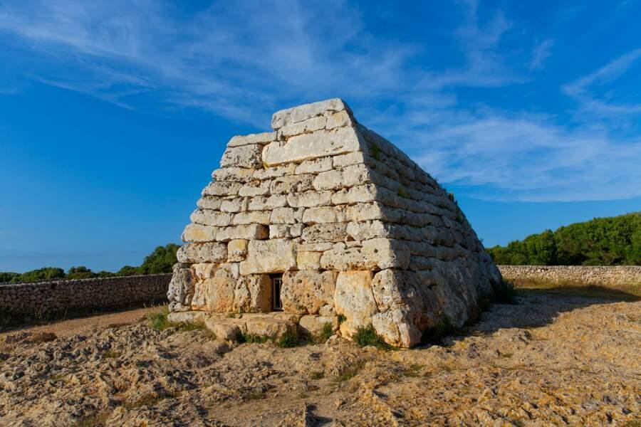 Ciutadella Naveta des Tudons tombeaux megalithiques