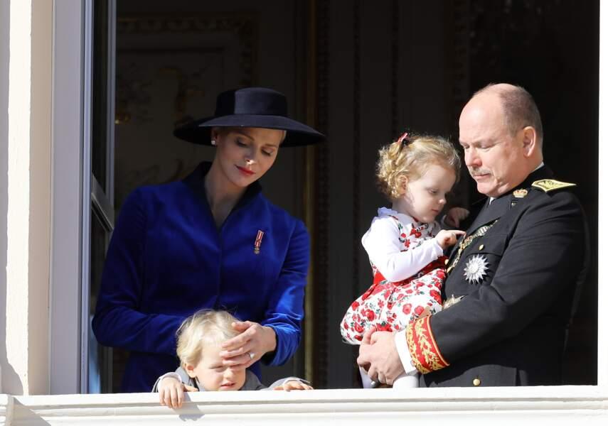 La famille princière au balcon du palais le jour de la fête nationale le 19 novembre 2017.