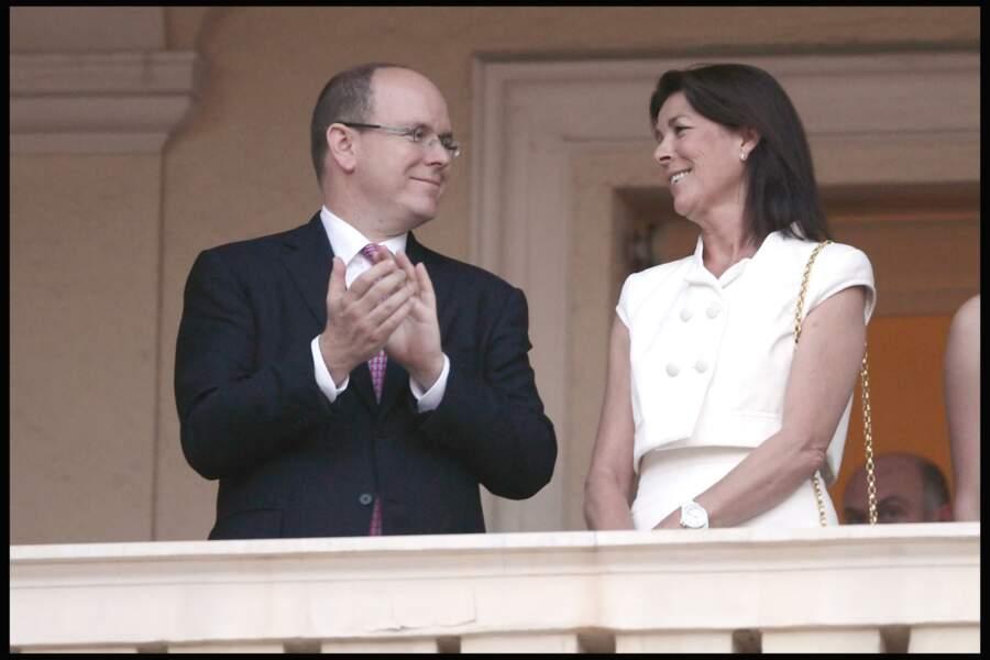Le prince Albert de Monaco et sa soeur Caroline le jour de la fête de la Saint-Jean en 2010.
