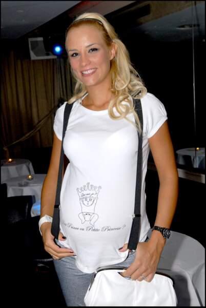 Elodie Gossuin, enceinte, lors d'une soirée à L'Etoile à Paris, le 20 octobre 2007.