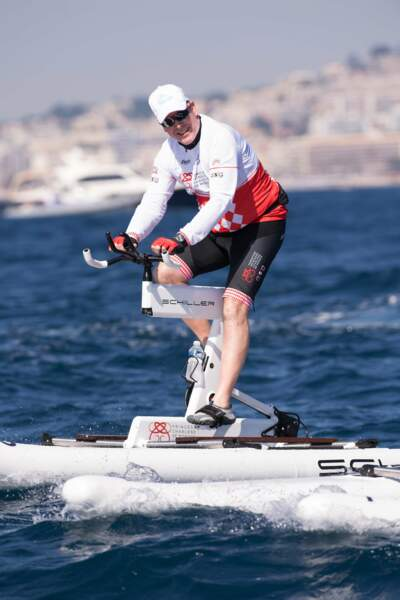 Le prince Albert II de Monaco à bord de son water bike au large de la Méditerranée