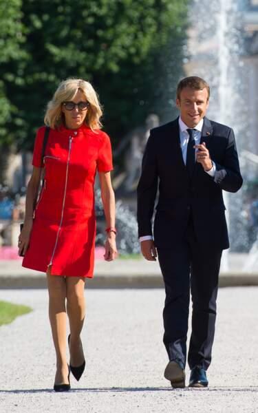 Brigitte Macron en robe rouge