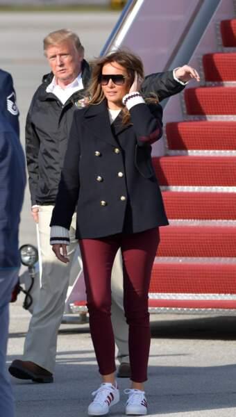 Melania Trump en baskets : son look décontracté en sneakers et jean skinny