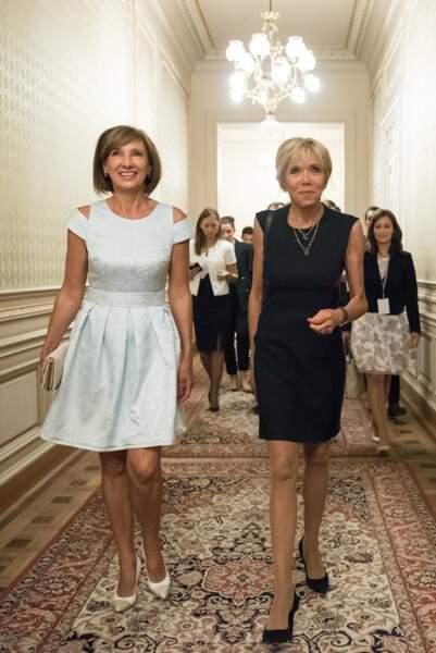 Brigitte Macron en petite robe noire