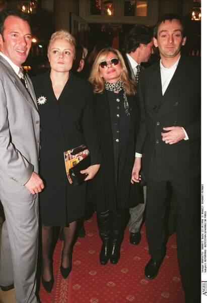 """Véronique Sanson, Pierre Palmade et, Muriel Robin à la générale de """"La puce à l'oreille"""" à Paris le 22 octobre 1996"""