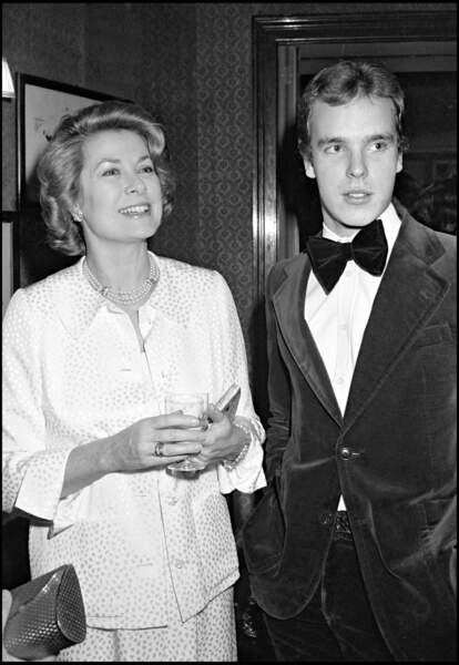 Le prince Albert de Monaco et sa mère la princesse Grace en 1978 chez Maxim's