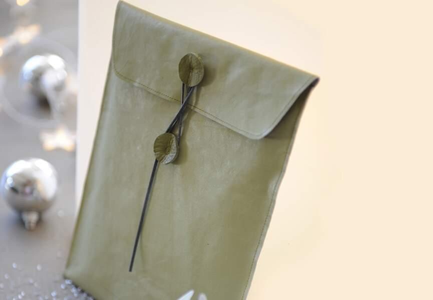 Une pochette en cuir