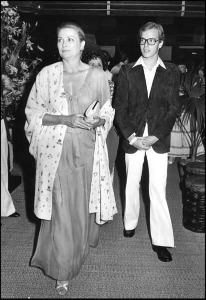 Le prince Albert de Monaco et sa mère la princesse Grace en 1975.