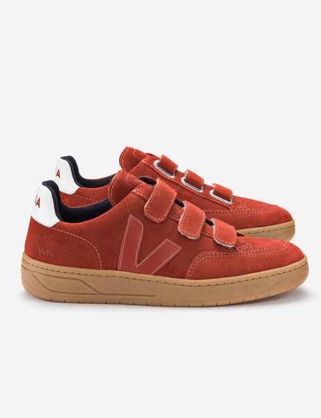 Tendance orange : les baskets à scratchs