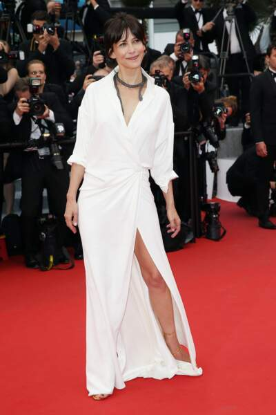 Sophie Marceau en 2015 divine en longue robe blanche