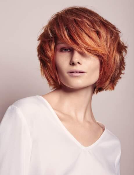 Les cheveux roux vif