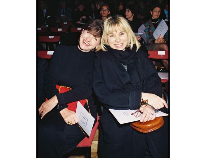 En 1995, elle assiste à un défilé de mode avec Anne-Marie Perrier