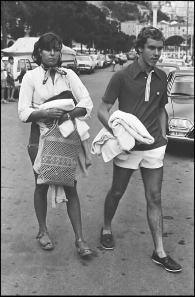 La princesse Caroline et le prince Albert de Monaco sur le port de Monaco en 1976.