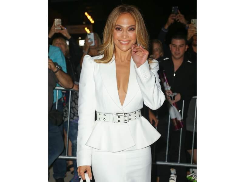 Le blond foncé/châtain clair de J-Lo